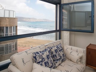 Charming beachfront apartment, Las Palmas