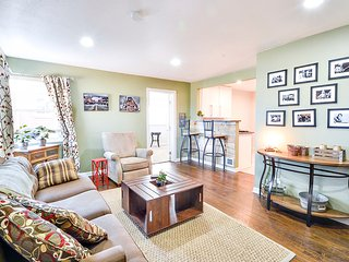 Explore City Park & the Zoo in this 3BR in Park Hill w/2 Memory Foam Beds