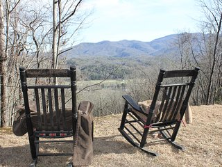 Misty Morning Cabin *High mtn view of Deep Creek valley & Smoky Mtns* Near NOC*, Bryson City