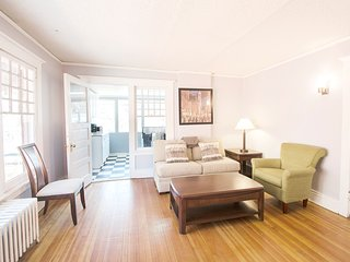 Book Urban- 1BR a Block from City Park - Walk to Restaurants! Easy Cancel