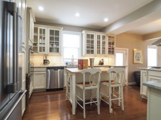 Fabulous 7 Bed/ 6..5 Bath Home! Really Cls to DC!