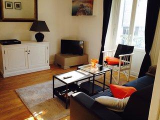 Appartement très clair, sobre et pratique.
