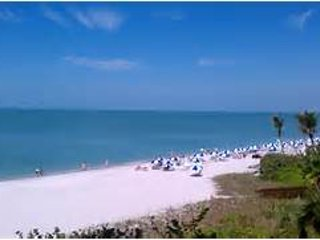 Fantastic Bay View one block from beautiful Vanderbilt Beach and Ritz Hotel Bar, North Naples