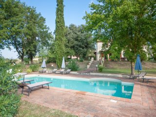 Beautiful private villa with pool & tennis court near Volterra & San Gimignano