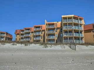 NEW! 2BR North Topsail Beach Condo w/Ocean Views