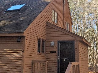 3 BR Updated Fox Run Townhouse Near Skiing & Restaurants w/ Game Room & WiFi!