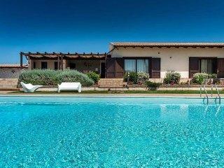 4 bedroom Villa in Syracuse, Sicily, Italy : ref 5477602
