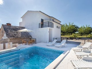 2 bedroom Villa in Omis-Ugljane, Omis, Croatia : ref 2278569, Trilj