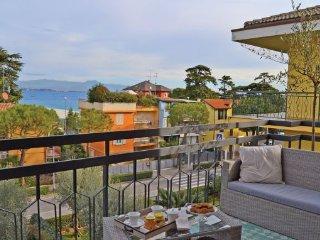 2 bedroom Apartment in Desenzano - Lago di Garda, Lake Garda, Italy : ref, Rivoltella