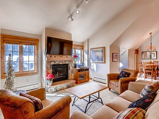 2 bedroom + Murphy , Walk to the slopes! Kids Ski free! ~ RA145350