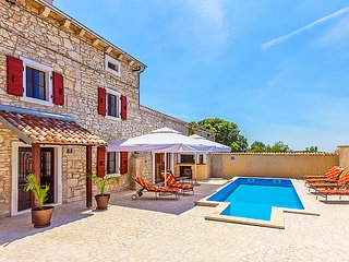 3 bedroom Villa in Pula Duga uvala, Istria, Croatia : ref 2285545