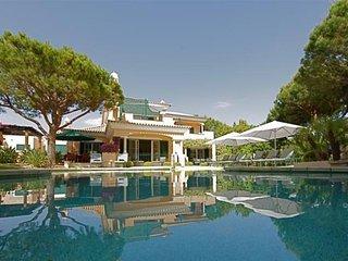 4 bedroom Villa in Vale Do Lobo, Algarve, Portugal : ref 2291337