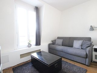 Eiffel Nest apartment in 08eme - Champs  Elysees with WiFi & lift.