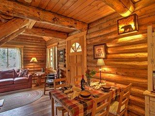 'Log Cabin' Cozy 1BR Packwood Cabin w/ Mtn Views!