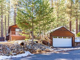 1714 Tionontati Cabin + Hot Tub, South Lake Tahoe