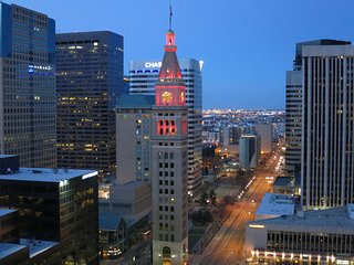 DREAM OF DENVER SUITE: GREAT SKYLINE VIEW, INCREDIBLE LOCATION AND AMENITIES