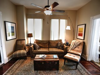 New! Upstairs Loft 3b/1b Central air,  Wi-Fi,  balcony, BEACH 3 blks!