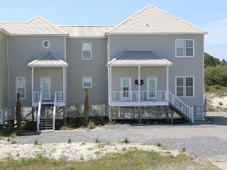Fascinating Duplex with Beach and Bay Access!!, Fort Morgan