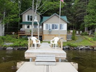 #117 Lakefront camp with beautiful beach & dock, Greenville