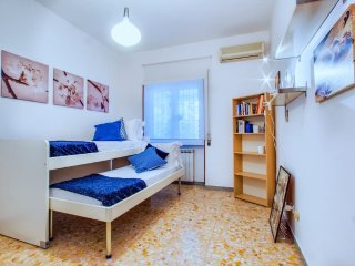 Nice little flat in Garbatella with lovely terrace, Roma