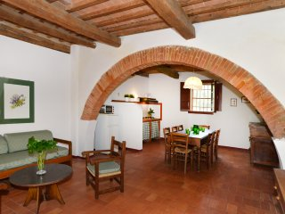 Il Cane - Agriturismo Tenuta Vallelunga - Relax, swim, jog and visit art towns