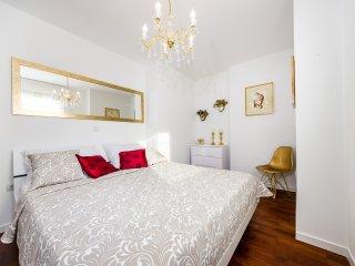 Deluxe 2 Bedroom Apt. + relaxing private Terrace