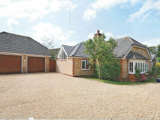 Modern 4 Bed Open Plan Bungalow on Private Estate - Wyfold, Henley on Thames RG9, Peppard Common