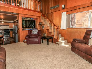 ~Boulder Bay Getaway~Game Room Garage~Walk To Lake & Marina~