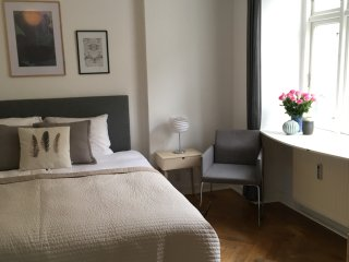 Charming apartment with 4 bedrooms in Central Cph!, Frederiksberg