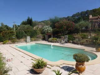 Bright studio with pool & garden, Pierrefeu-du-Var