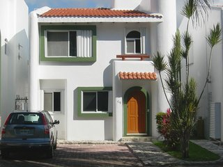 Luxury Playacar Villa Great Location Walk to Beach and 5th Avenue. Free Wi-Fi, Playa del Carmen