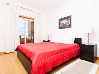 Luxury 2 bed apt with A/C, WIFI,CableTV,Pool,Parking