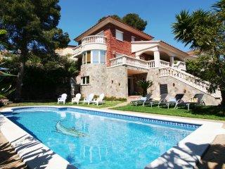 Villa Lotus, tu casa de vacaciones con piscina privada en Calafell, Segur de Calafell