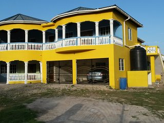 Jamaica 'Inn'ternational  1 bed  house/flat