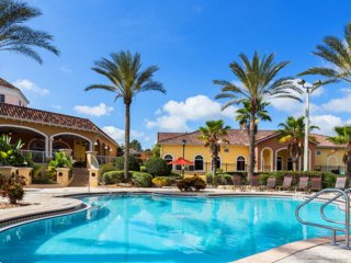 Beautiful 4 Bedroom Premium Townhome overlooking the Pool and located near