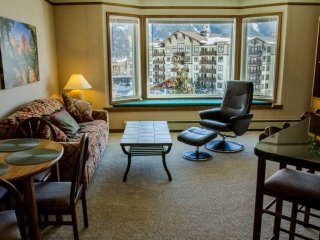 Stunning SKY Chute Views! Hot Tub, 5 Minutes From Center Village Lifts and, Copper Mountain
