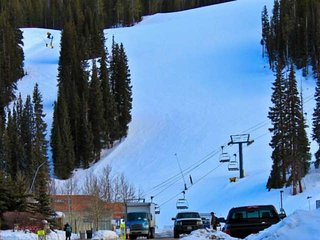 Stunning SKY Chute Views! Hot Tub, 5 Minutes From Center Village Lifts and Bars-