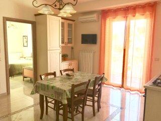 Etna Royal View - Appartamento Trilocale con terrazza e vista mare.