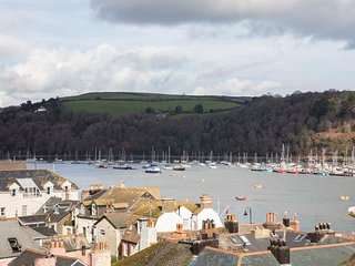 The Gallery is a short walk from the town centre and the historic Bayards Cove, Dartmouth