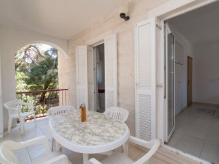 Apartments Boguvila - Two-Bedroom Family Apartment with Terrace (A2), Supetar