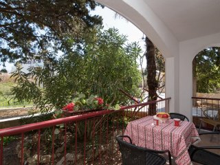 Apartments Boguvila - Two-Bedroom Standard Apartment with Terrace (A6), Supetar