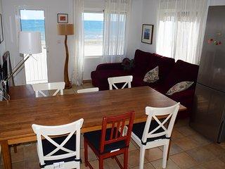 Apartamento sobre la arena en Playa Lisa.