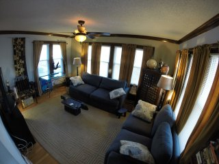 Comfy City Vibe Bungalow, West Allis