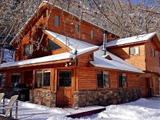 Luxury Riverside Home - Hot Tub - Walk to Downtown - Free Night Offer, Ouray