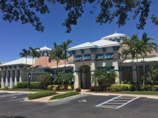 Beautiful Condo in Naples, FL - 4 miles from Beach!