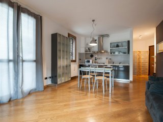 Bright 1bdr with garage, steps from Porta San Vitale, Bologna