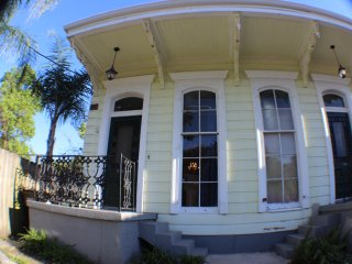 Uptown New Orleans - Renovated - Historical- 3 Blocks to St. Charles or Magazine