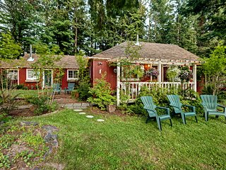 NEW! 4BR Packwood Farmhouse w/ Hot Tub on 8 Acres!