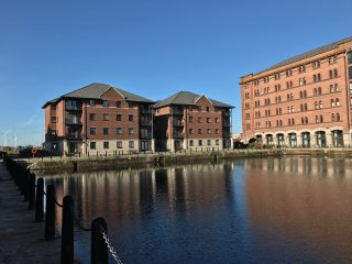 NEW TO THE MARKET FULLY MODERNISED GROUND FLOOR APARTMENT WITH VIEW OVER DOCK TO LIVERPOOL CENTER