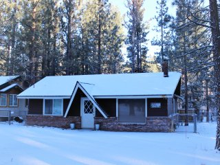 Orsina: Updated, Pet-Friendly Cabin for 6, CUTE and CLEAN!